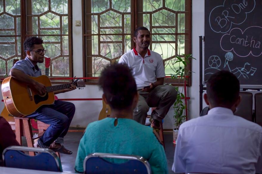 2018-03-INDONESIE-Papouasie-Jayapura-au centre d'anglais-avec la classe de Charly-AP (1)